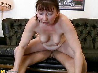Порно волосатые зрелые тетки