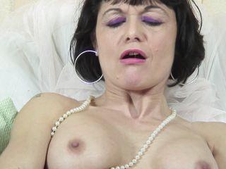 Порно зрелые дамы соблазняют молодых