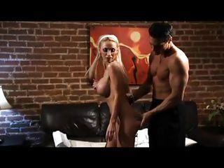 Девушки с большими натуральными сиськами порно видео