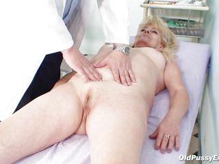 Бабуля блондинка с негром