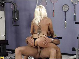 Сквирт жены видео
