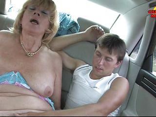 Анальный секс со зрелыми дамами