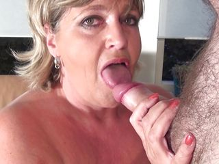 Порно жена глотает