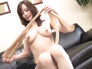Жена сама снимает домашнее порно