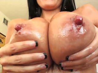 Натуральные большие сиськи порно смотреть онлайн бесплатно