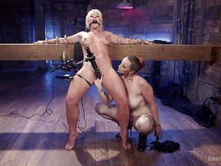 Порно женское доминирование вк