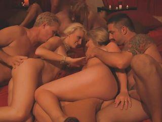 Девушки дрочат парню одетые порно