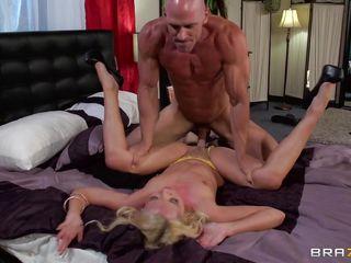 Порно крупным планом входит