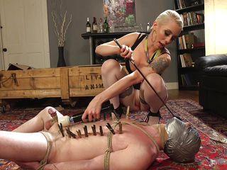 Порно госпожа срет рабу