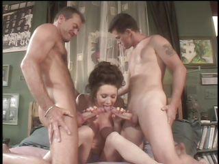 Порно секс втроем с женой
