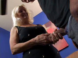 Мужик снимает как жену имеют порно