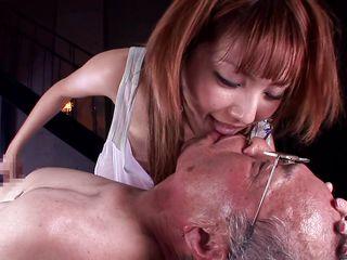 Подарил жене секс втроем