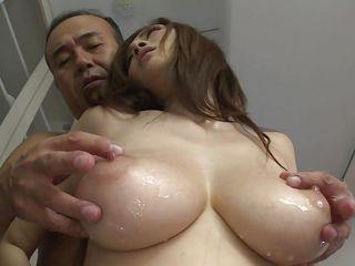 Порно молодых с натуральной грудью
