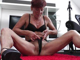 Смотреть порно старушек с молодыми
