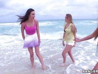 Секс на нудийском пляже