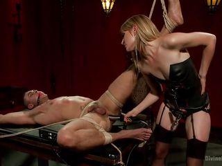 Шаловливый зять ебет тещу а жена снимает
