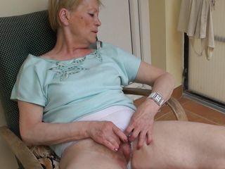 Снял на камеру мастурбацию жены