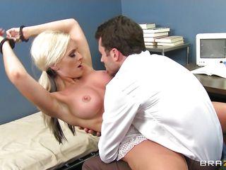 Порно красивые женщины с молодыми