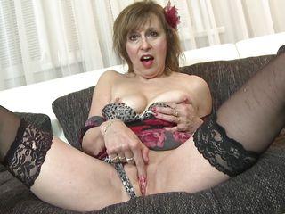 Порно жесткое со зрелыми дамами