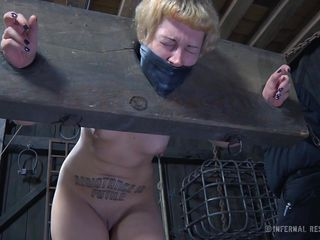 Порно секретарша и директор рвут одежду