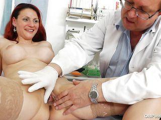 Старый доктор порно