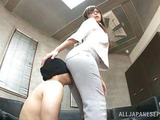 Порно на шлюху дрочат