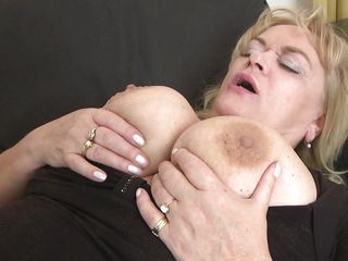 Секс дрочит дедушке