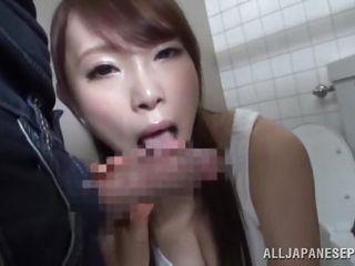 Подглядывание в туалете порно видео