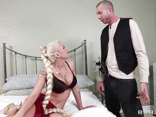 Бесплатное порно негр и блондинка