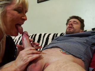 секс старых женщин с молодыми видео