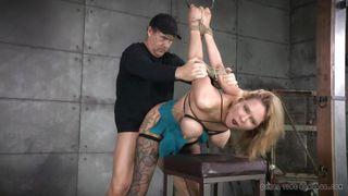 Порно видео трахает в рот