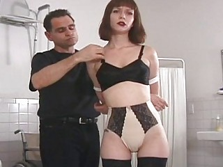 Порка ремнем голых девушек видео