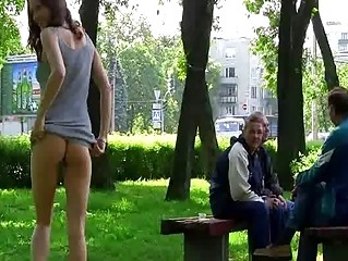 Порно ролики писсинг на улице