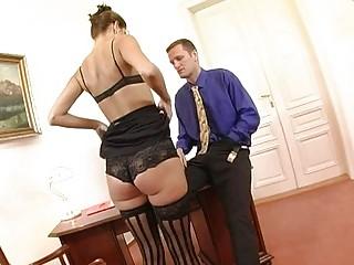 Порно картинки ноги секретарш