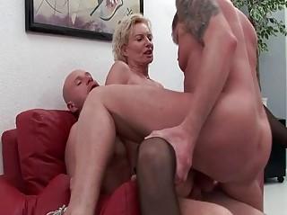 смотреть бесплатно красивое гей порно отшлепал