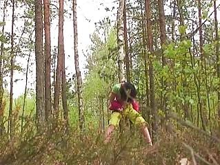 В лесу двойное проникновение порно