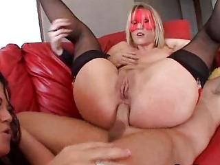 Порно в очко домохозяйку