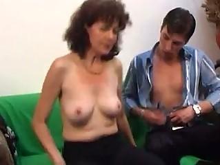 Русское порно с домохозяйкой проворовалась