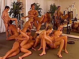 Порно двойное проникновение огромными членами