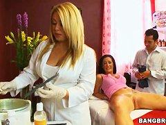 Большая грудь медсестры