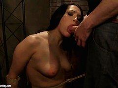 Порно извращение женщина срут на лицо