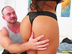 Порно массаж попки