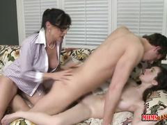 Порно хозяйка ебет служанку