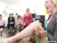 Палец в рот во время секса