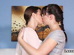 Лесбиянки страпон порно онлайн