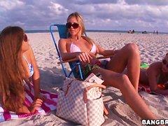 Смотреть русские на пляже