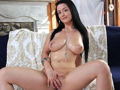 Порно молодая толстушка с большими сиськами