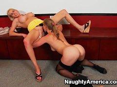 Лесбиянки со страпоном видео