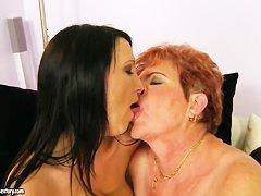 Лезбиянки старые с молодыми