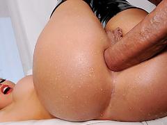 Порно онлайн большая грудь горничной